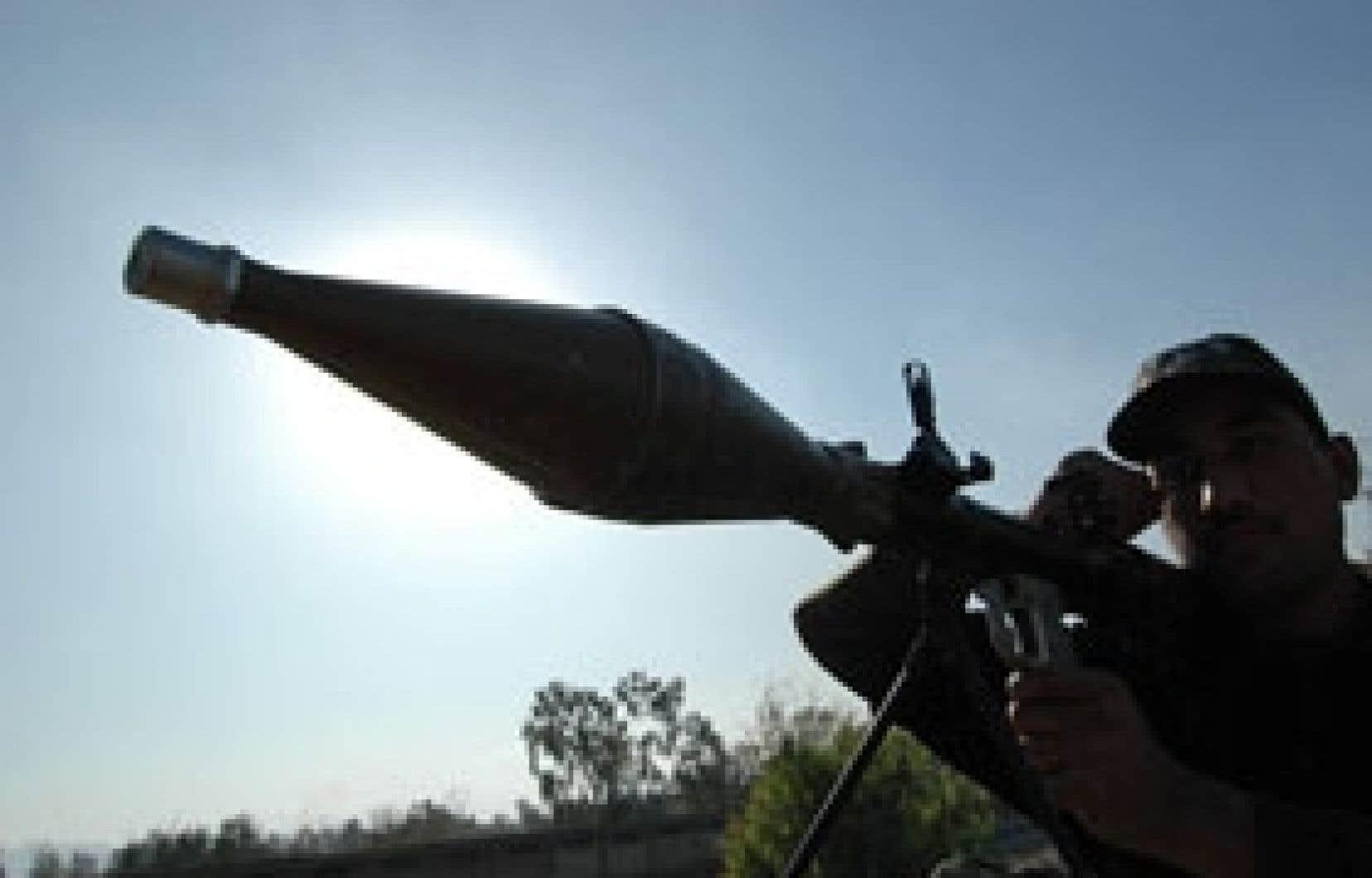 Des membres des forces paramilitaires pakistanaises ont pris position dans la région du col du Khyber.