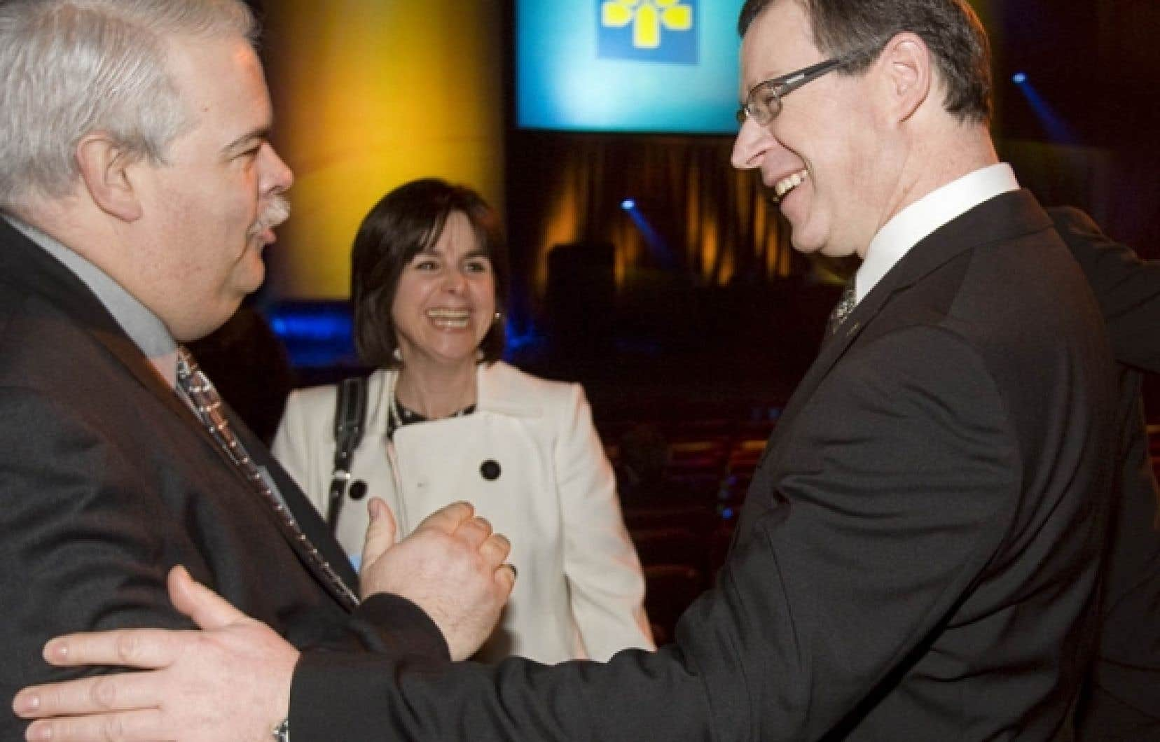 À droite, le président et chef de la direction de la Banque Laurentienne, Réjean Robitaille, lors de  l'assemblée annuelle des actionnaires tenue hier.