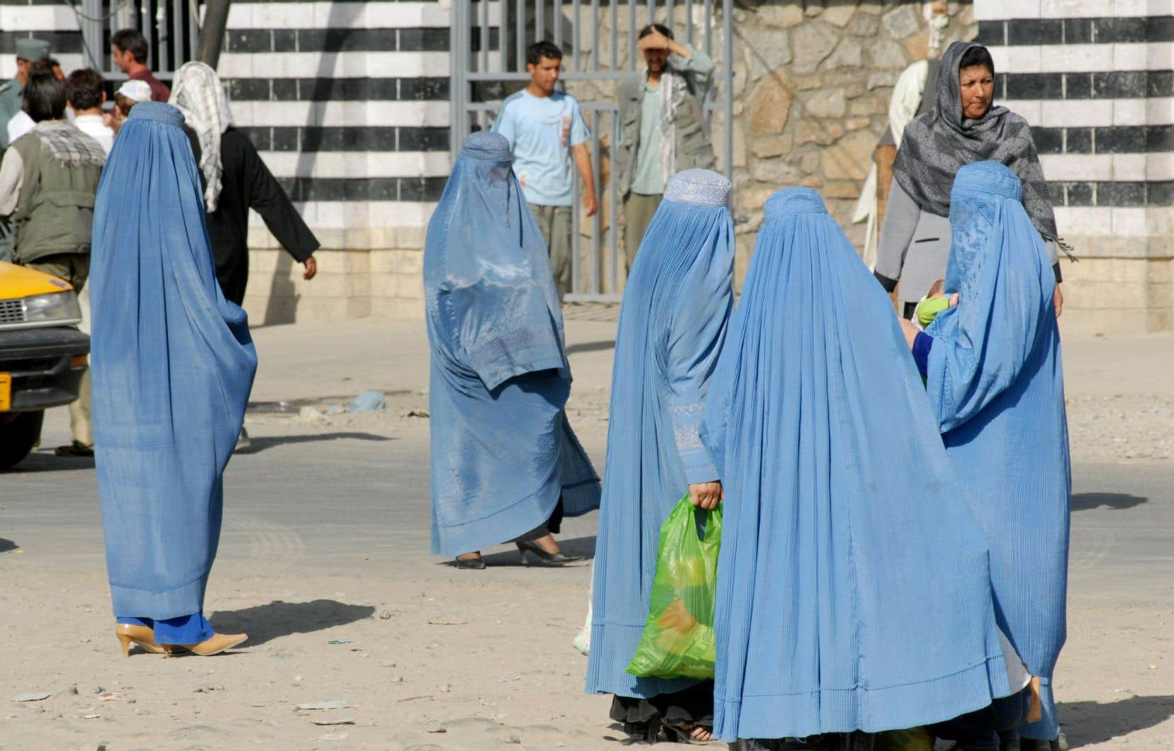 Des femmes portant la burqa en Afghanistan