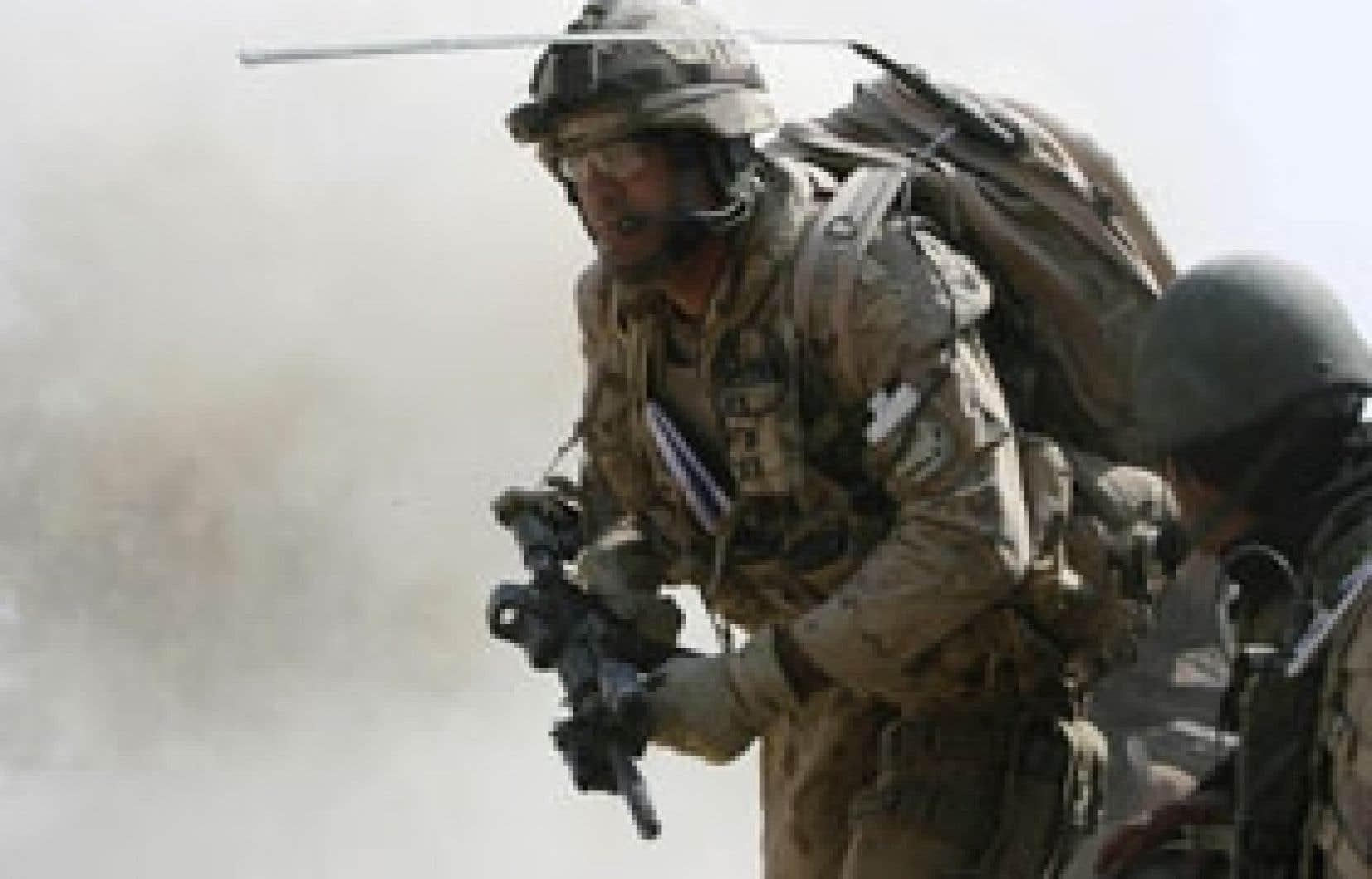 Avec 106 soldats morts, des centaines de blessés et une facture estimée à 18,3 milliards, le Canada semble s'être résigné à une longue et coûteuse mission.