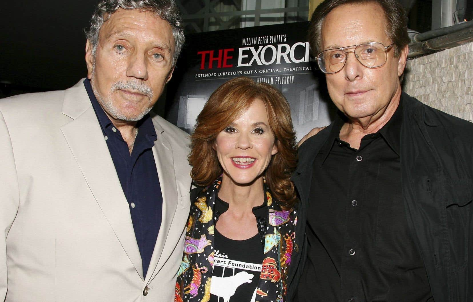 William Peter Blatty (à gauche) en 2010, accompagné de Linda Blair et de William Friedkin, respectivement comédienne et réalisateur de <em>L'exorciste</em>.