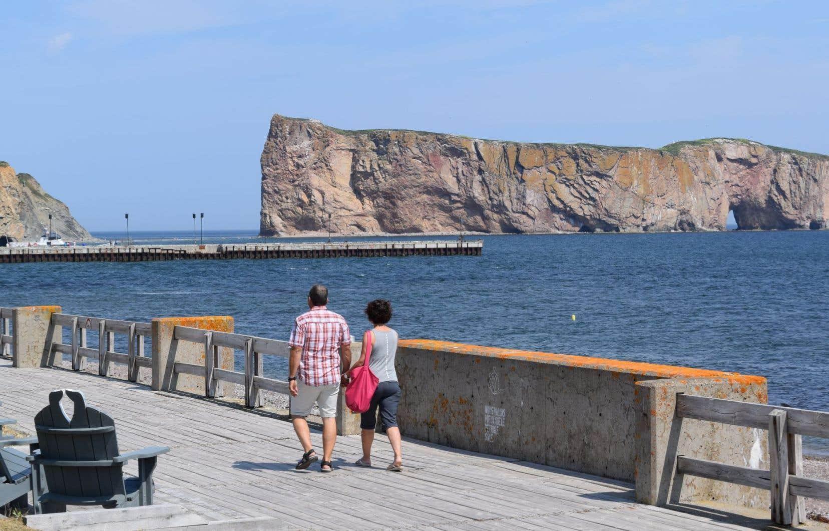 Des tempêtes, des vents et de fortes marées ont causé des dégâts en Gaspésie cette semaine, endommageant notamment le quai de Percé.