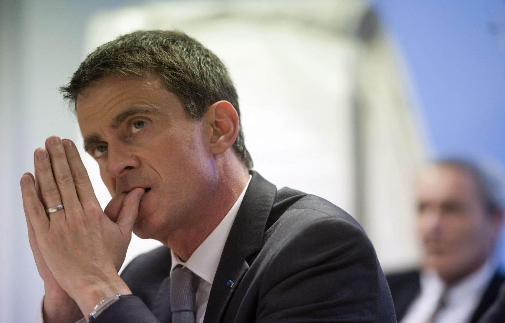Pour toucher le maximum d'électeurs en un temps record, Manuel Valls multiplie les déplacements de terrain et les réunions publiques avant le premier tour dimanche prochain.