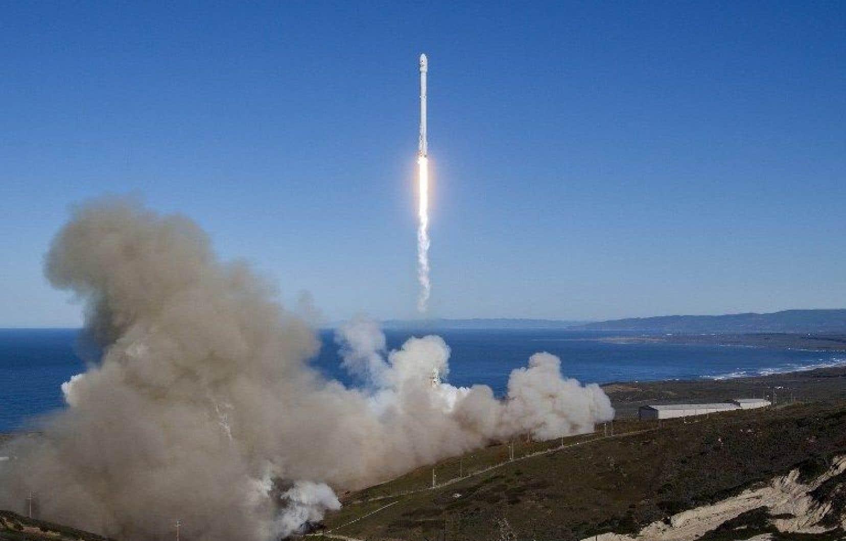 Falcon 9 s'est arrachée de son pas de tir sur la base aérienne de Vandenberg, comme prévu, à 9 h 54.