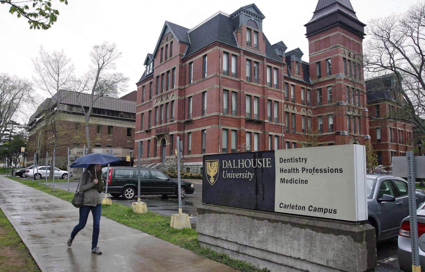 Les professeurs de l'Université Dalhousie ont par exemple reconnu que l'établissement d'Halifax est installé sur des terres ancestrales des Micmacs.