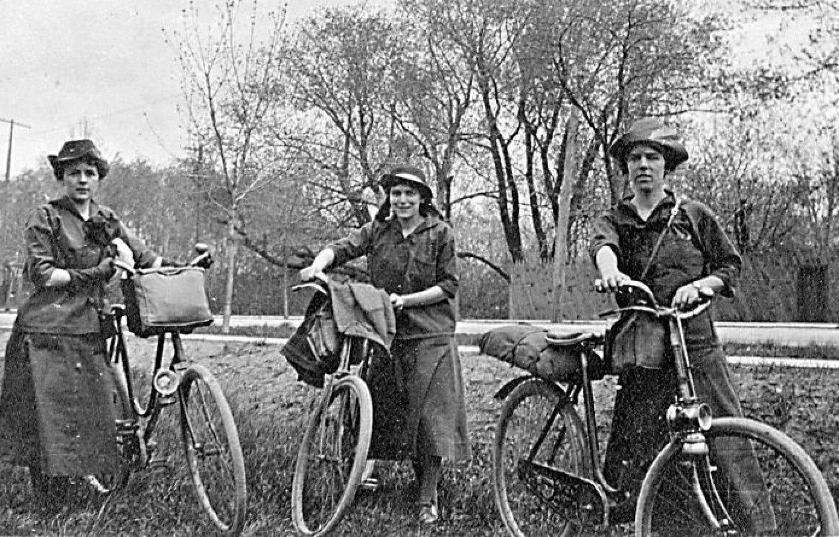 Les sœurs Coles en 1916, lors d'un périple les menant de Montréal à Ottawa