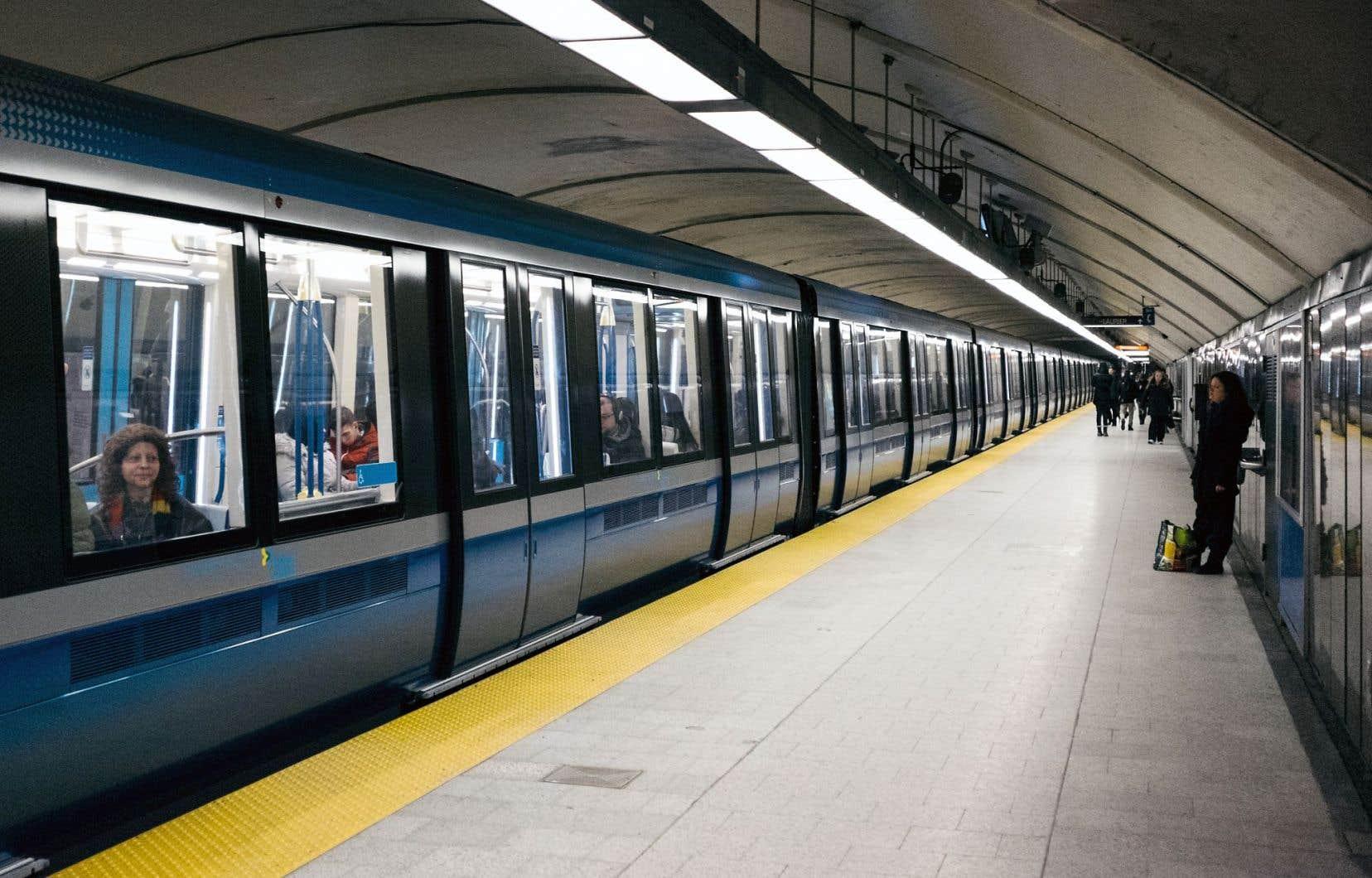 Un bris d'équipement a causé un arrêt de service sur la ligne orange du métro, samedi.