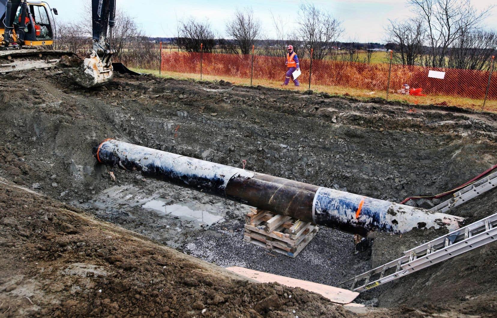 <p>Des travaux d'excavation pour le passage du pipeline 9B d'Enbridge, à Saint-Anne-des-Plaines, en novembre dernier.</p>