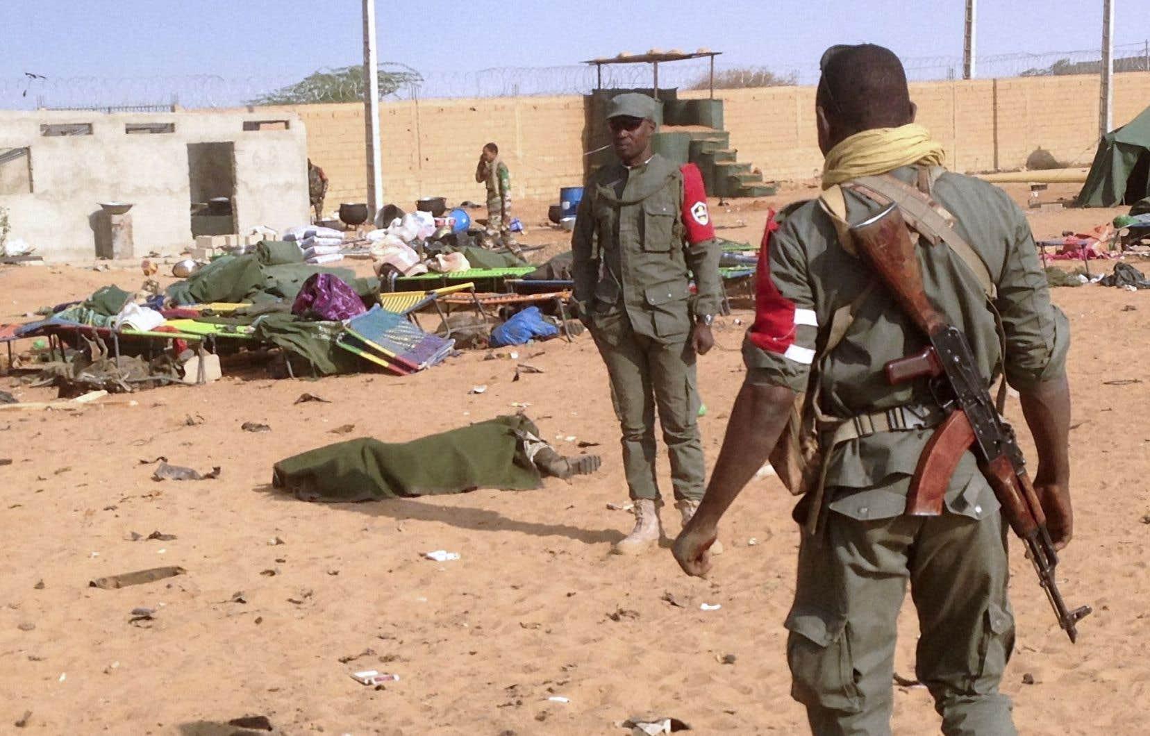 Le président Ibrahim Boubacar Keïta a annoncé au moins 60 morts et 115 blessés, sans préciser si ce bilan incluait le ou les auteurs de l'attentat.
