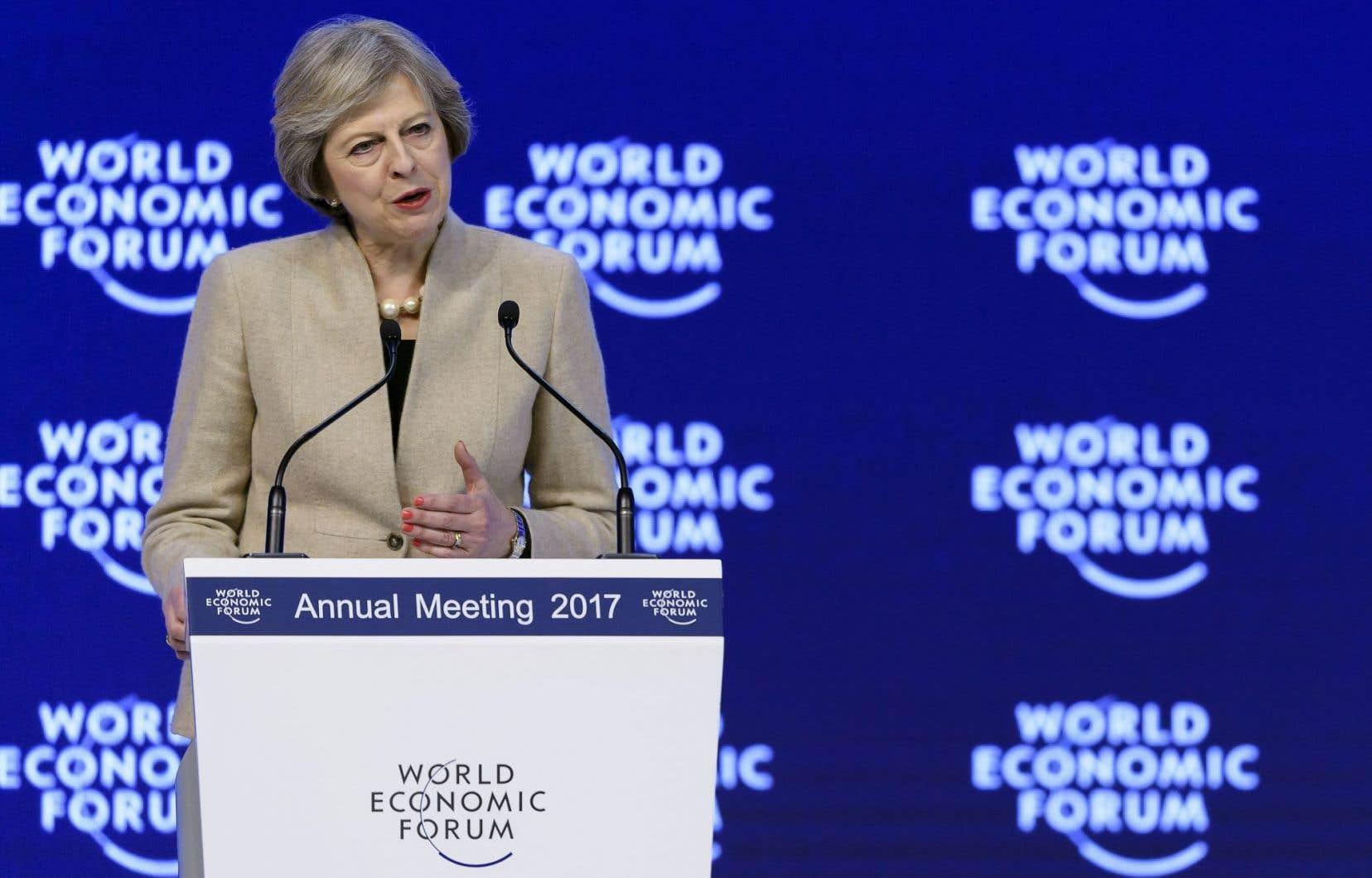 Theresa May a surtout voulu rassurer le monde des affaires.