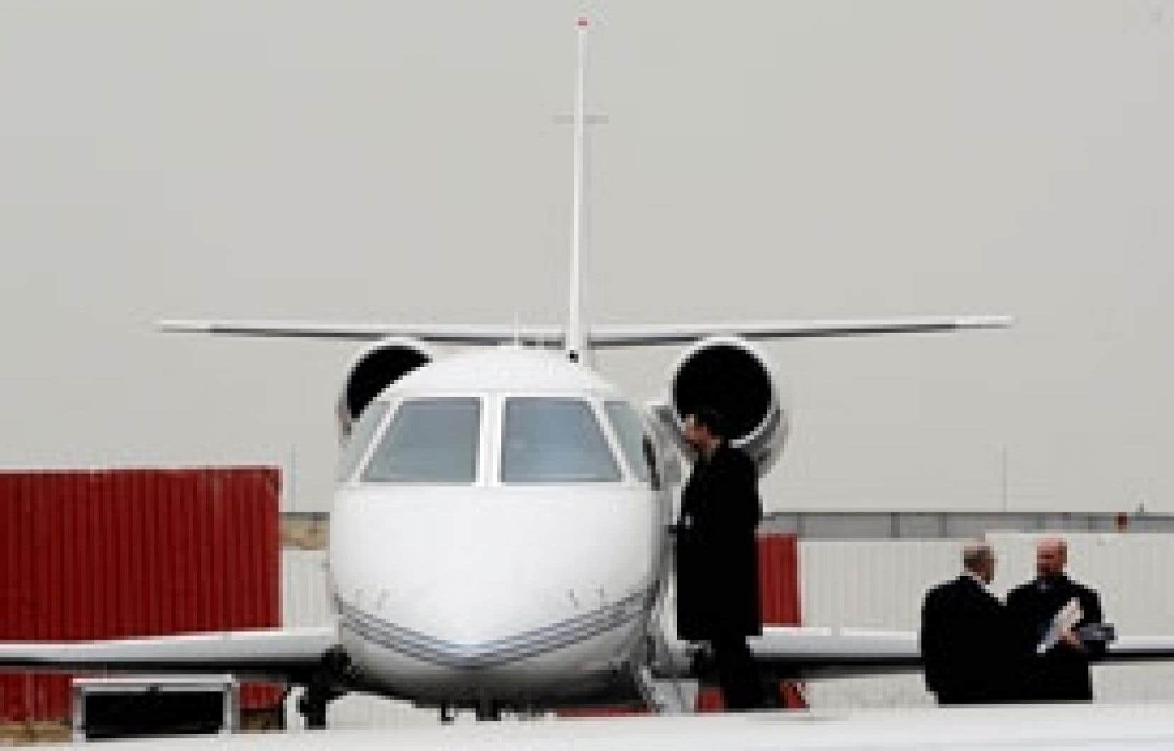 Les week-ends pour les classes aisées, proposés par les constructeurs en aéronautique, attirent de plus en plus d'adeptes. Les invités sont cueillis en avions privés dans différents coins de la Chine.