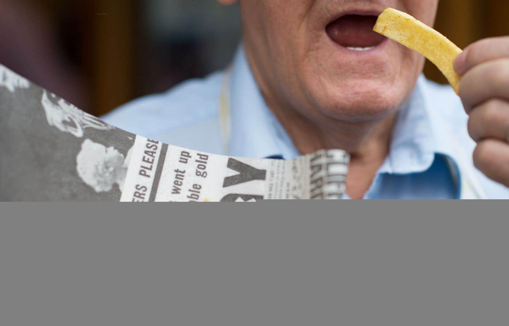 Il faut faire bien attention de ne pas trop griller frites et rôties, recommandent les autorités sanitaires britanniques.
