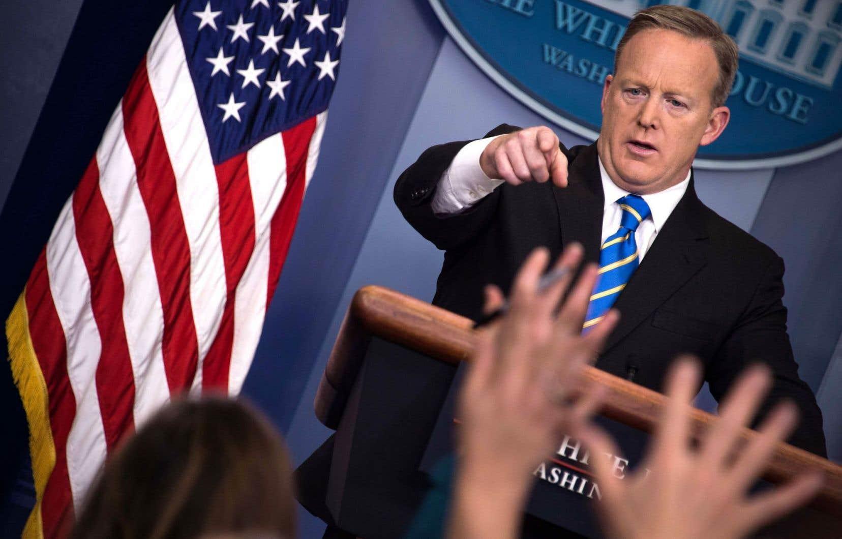 Le gel décrété sur toute nouvelle embauche a été confirmé mardi par le porte-parole de la Maison-Blanche, Sean Spicer.