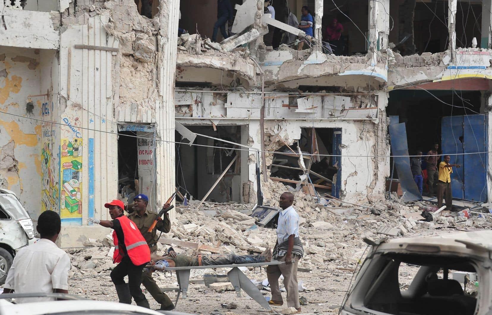 Le double attentat à la voiture piégée a fait au moins 28 morts et 43 blessés.