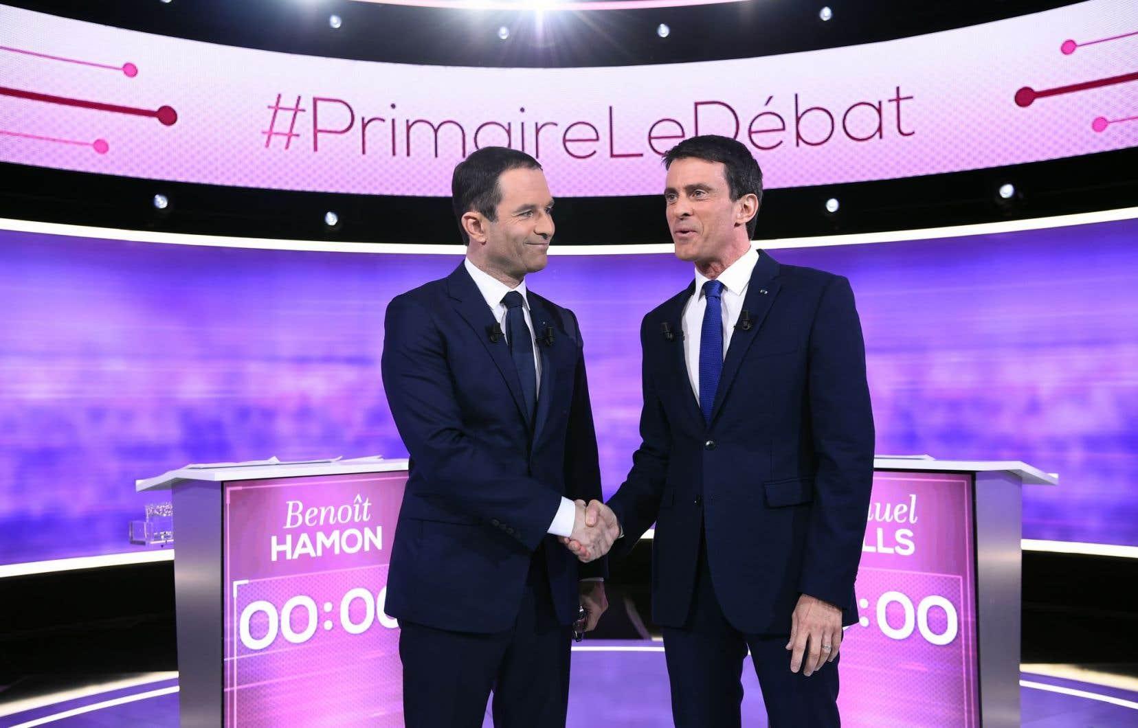 Les candidats de la gaucheBenoît Hamon et Manuel Valls se sont affrontés dans un débat télévisé, mercredi soir.