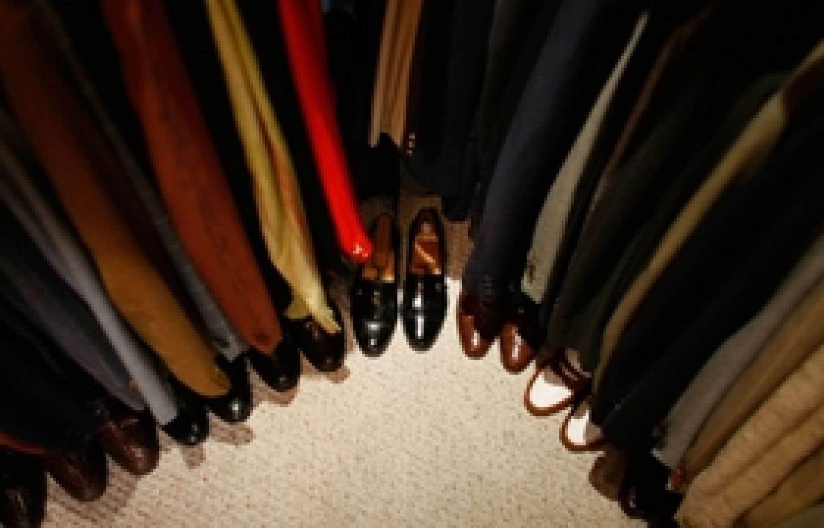 Des souliers et des vêtements sont vendus à la boutique Flore's Vintage Men's Wear de Palm Beach en Floride, ville où Bernard L. Madoff aurait recruté quelques-uns des investisseurs de son fonds.