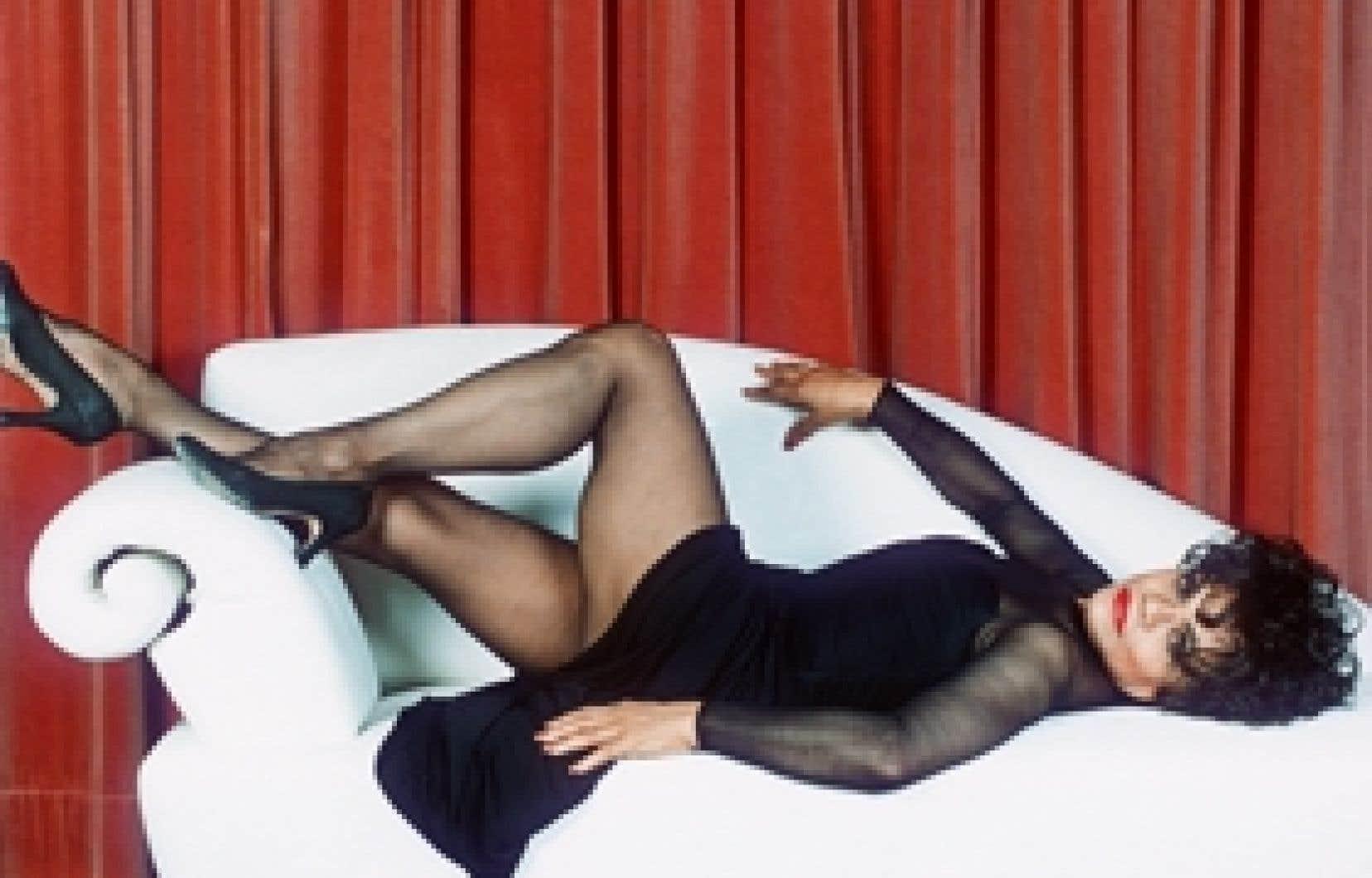 Eartha Kitt pose en 1995.