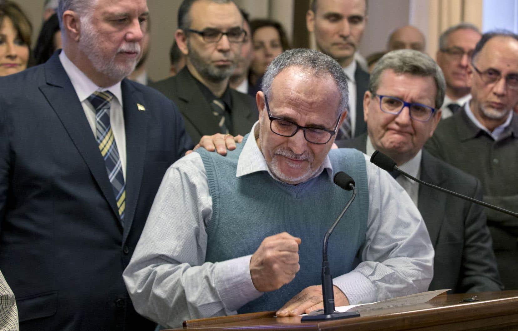 Les leaders de la communauté musulmane étaient entourés du premier ministre Philippe Couillard et de nombreux politiciens quand ils ont pris la parole pour crier leur douleur.