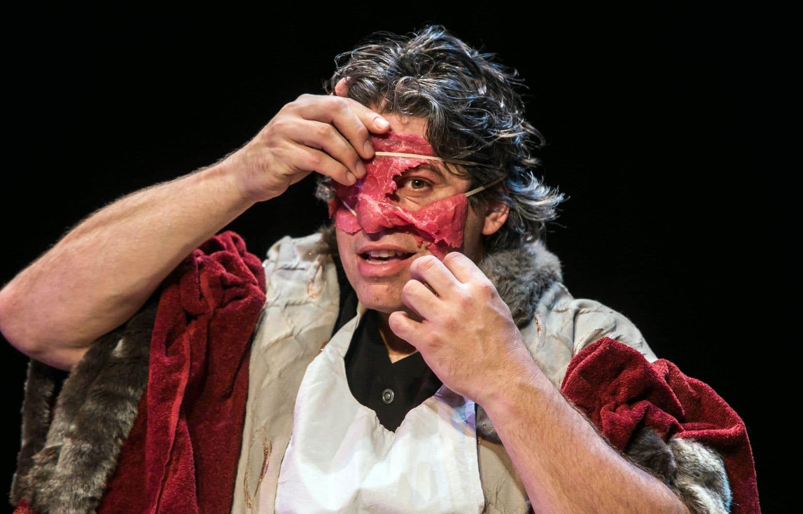 Si différents objets servent le propos de l'artiste tout au long de la pièce, la viande est un personnage important dans «Richard III».