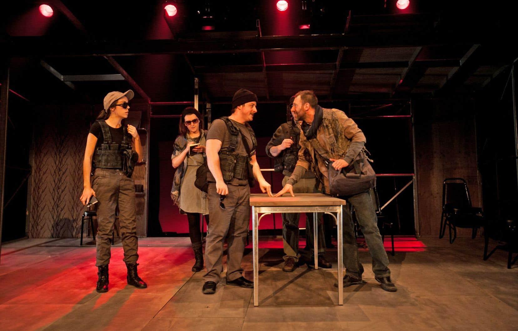 Les sept comédiens font preuve d'une étonnante souplesse dans les transitions de scènes — et de personnages.