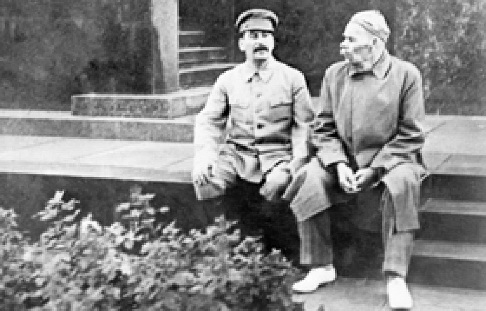 Staline discutant avec Gorky, probablement en 1929.