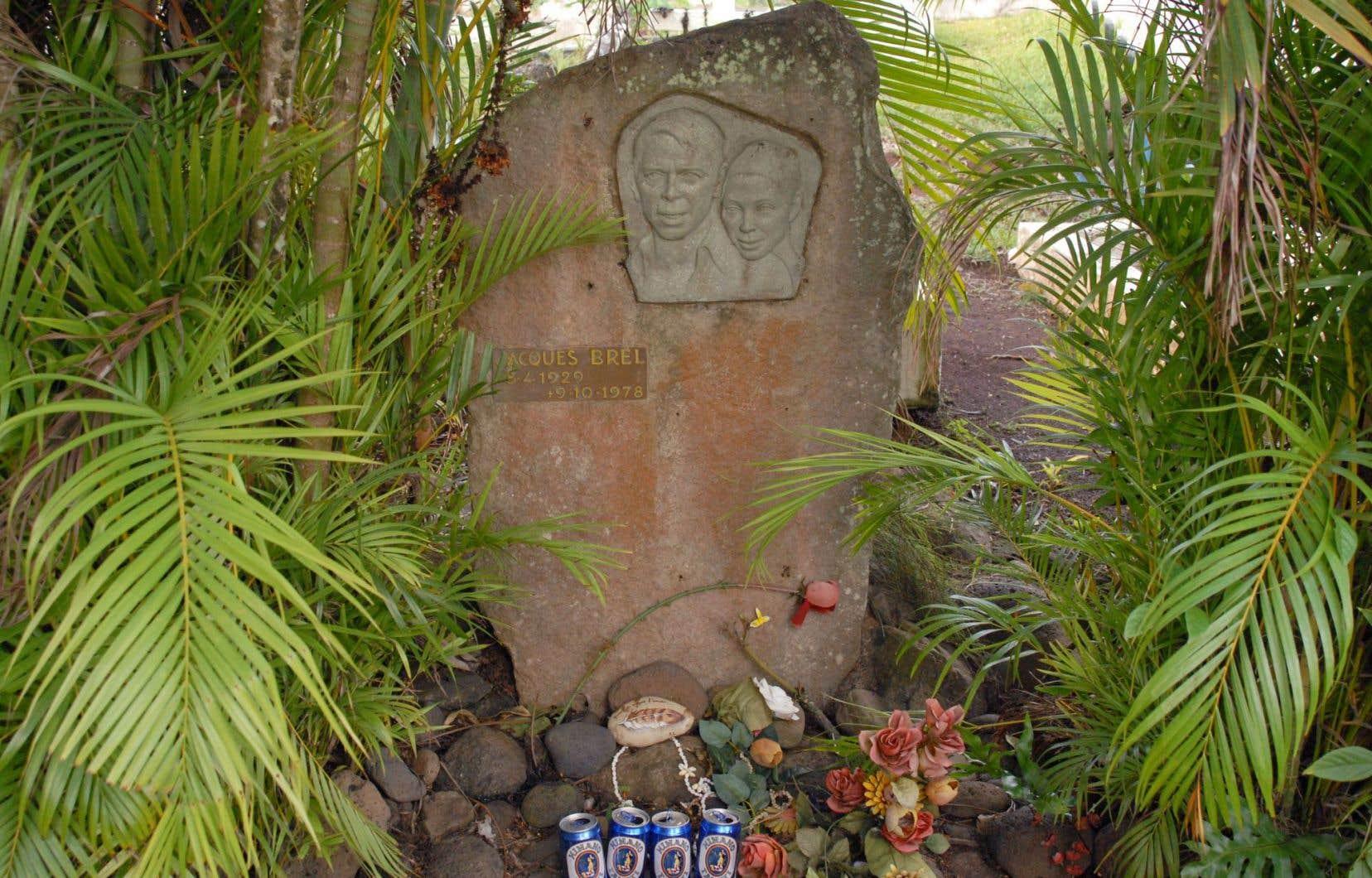 Le cimetière du Calvaire, où reposent Jacques Brel et Paul Gauguin.