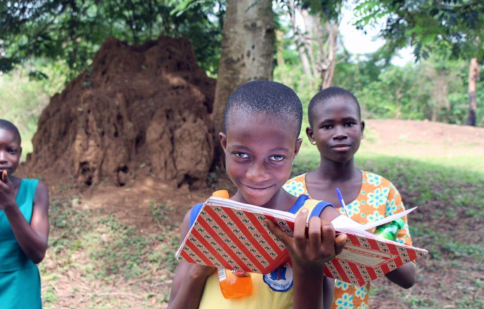 Au Ghana, des filles et des femmes trouvent dans les clubs d'autonomisation pour filles des lieux sécuritaires où échanger et se confier, développer leur leadership et apprendre à connaître leurs droits.