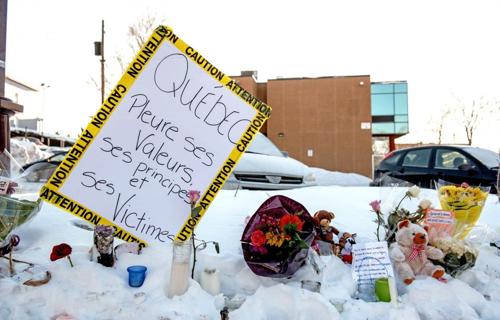L'après-attentat exige de notre part plus que de simples messages de solidarité, font valoir les auteurs.