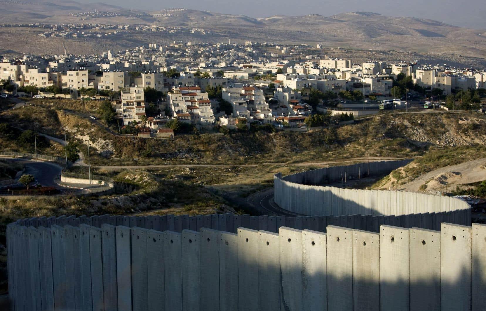 La colonie dePisgat Zeev, en banlieue de Jérusalem.L'expansion des colonies a été poursuivie sous tous les gouvernements israéliens depuis 1967.