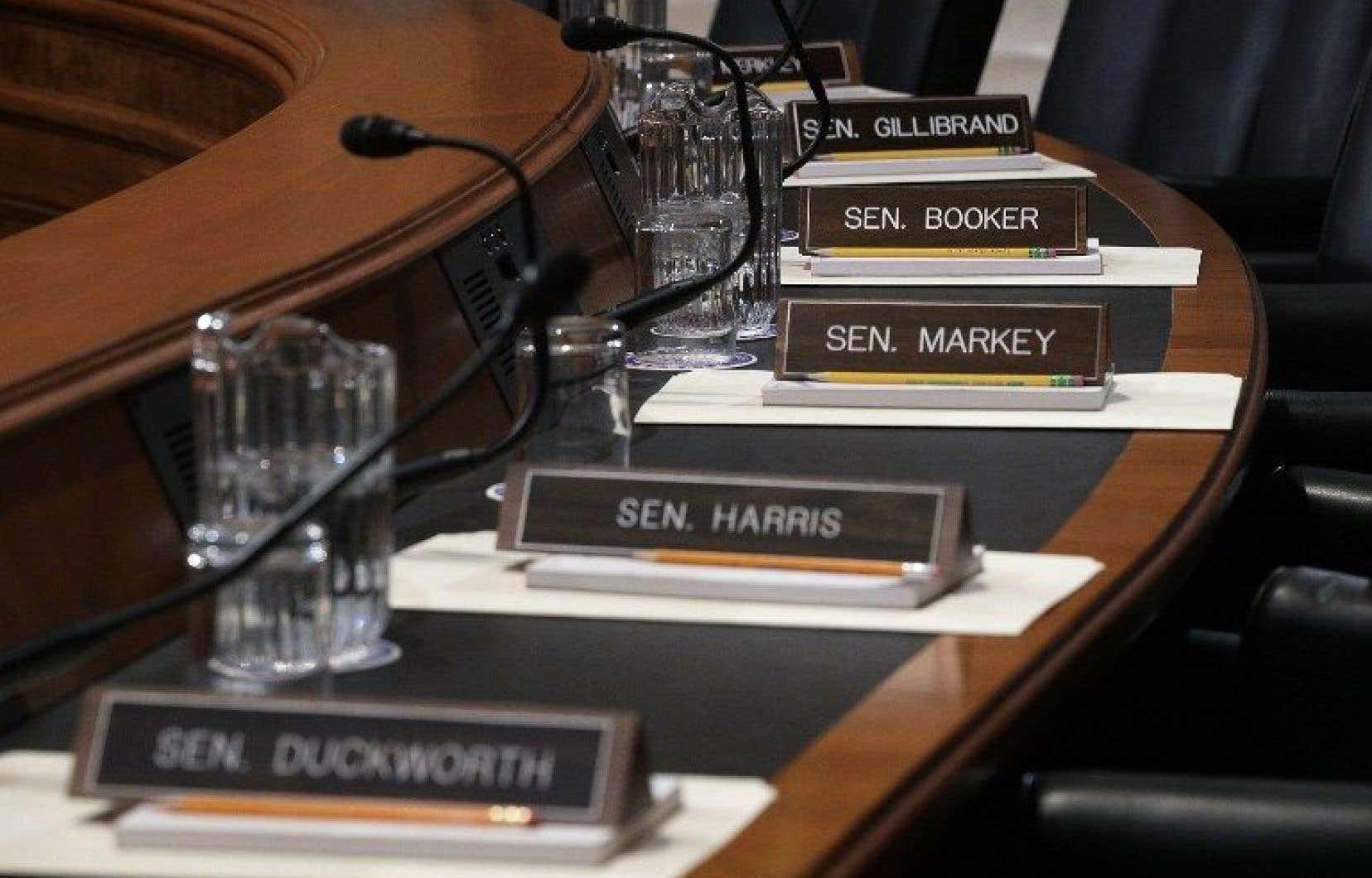 Les démocrates usent depuis le 20janvier de tous les moyens dilatoires possibles au Sénat pour retarder la confirmation du premier gouvernement Trump.