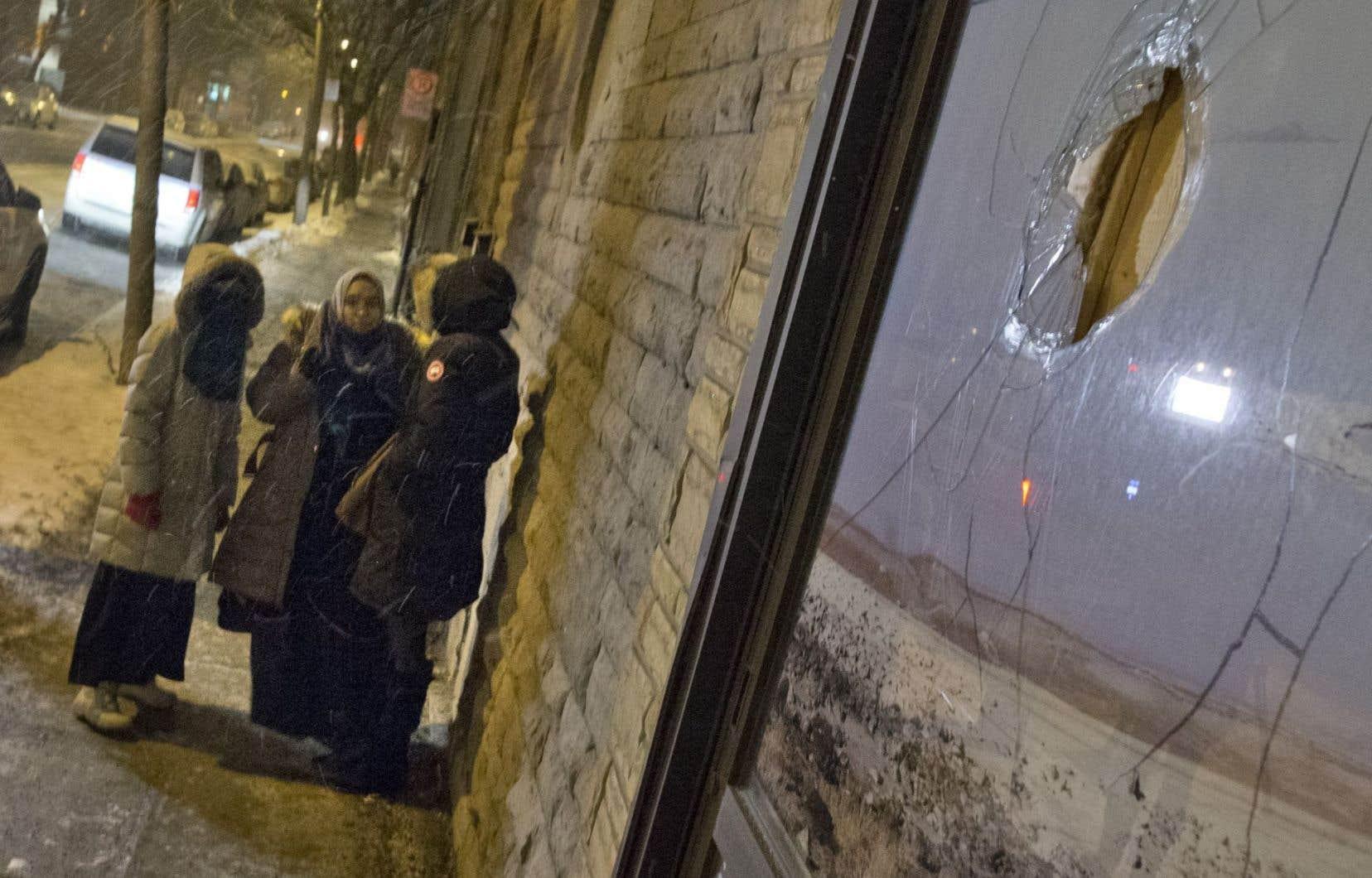 Le vandalisme sur une mosquée de Pointe-Saint-Charles n'a mené à aucune arrestation pour l'instant.