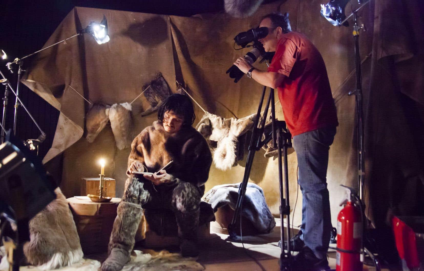 Les coulisses du tournage d'une dramatisation du documentaire Piégés dans un zoo humain