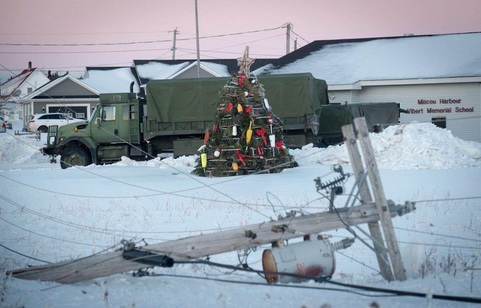 Les quelque 200 soldats déployés dans la région pendant la crise ont livré du matériel d'urgence et aidé à remettre en état le réseau routier.