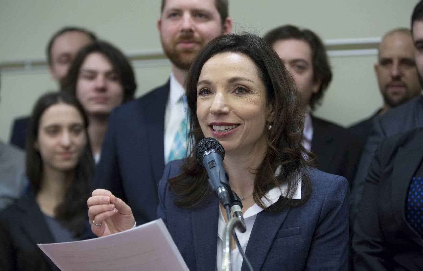 «Je continuerai d'être présente dans ma circonscription», a lancé Martine Ouellet en point de presse lundi.