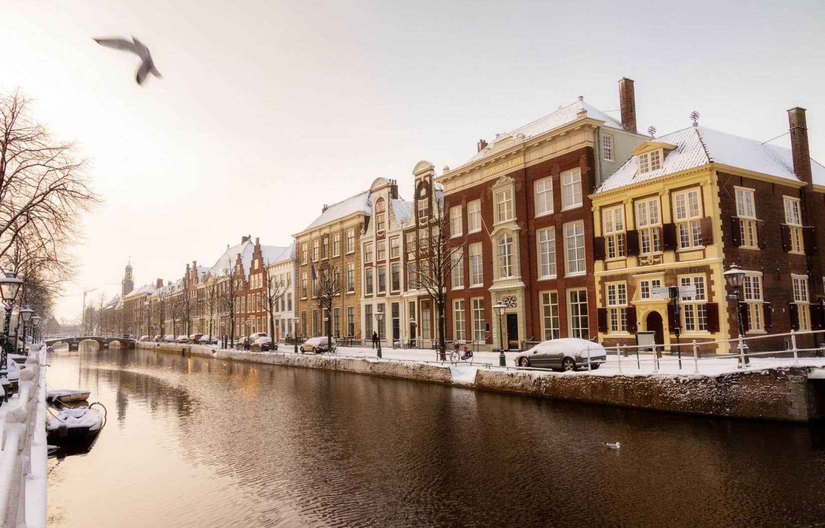 Amsterdam, qui compte 830 000 habitants, accueille chaque année 17 millions de voyageurs.