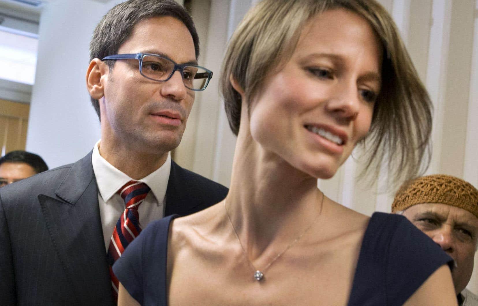 Le député Gerry Sklavounos accompagné par son épouse, Janneke