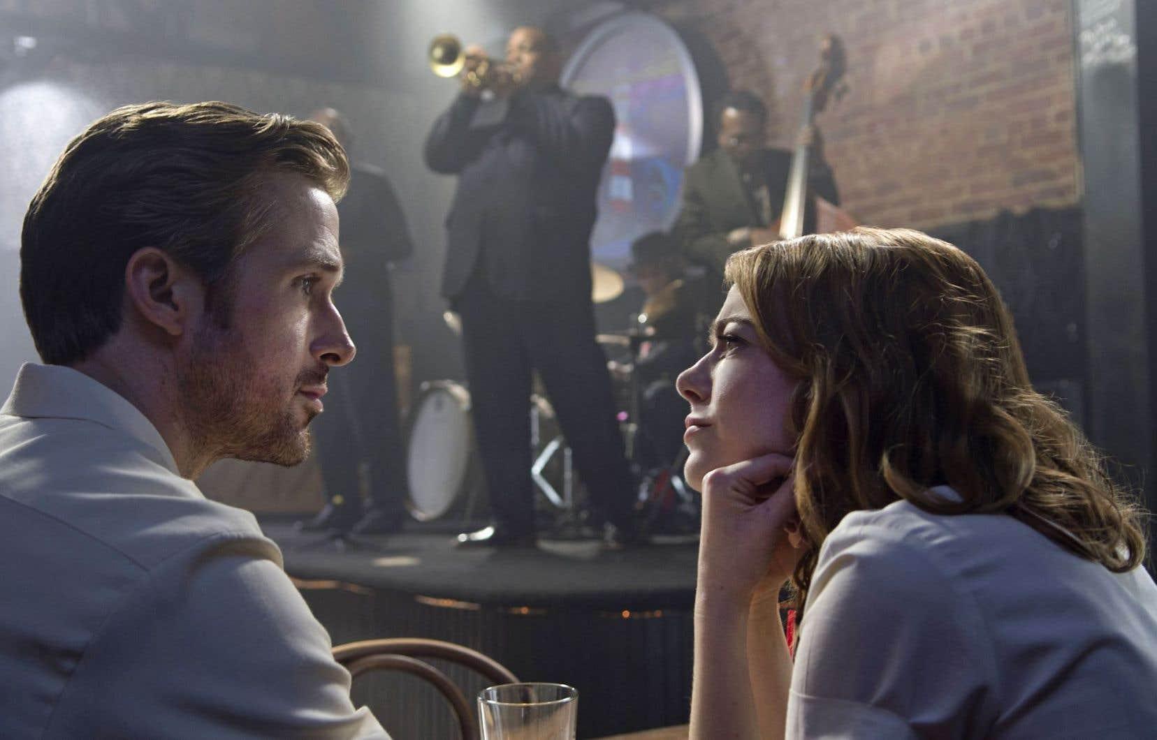 Sebastian (Ryan Gosling) et Mia (Emma Stone), dans «La La Land», jouent avec l'amour et ses fausses notes, sur fond de rendez-vous manqué et de jazz improvisé. Les mots ne suffisent pas toujours…
