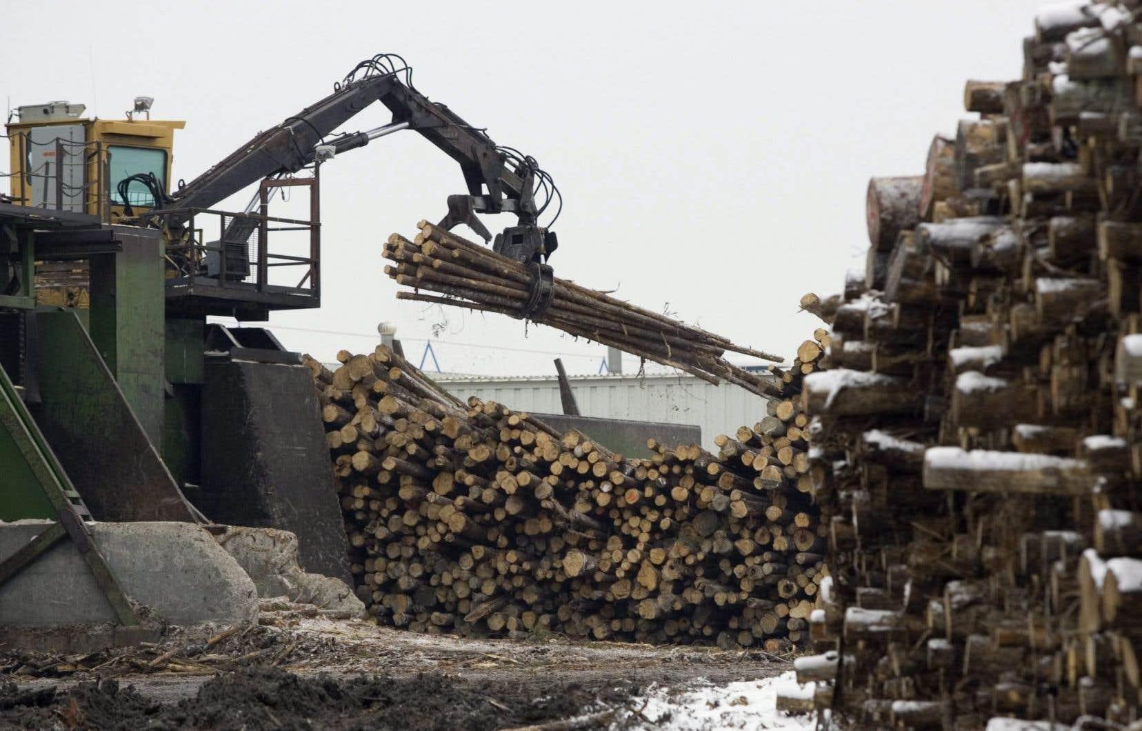 L'accord canado-américain sur le bois d'oeuvre est échu. Et une période de grâce de 12 mois a également pris fin en octobre dernier.