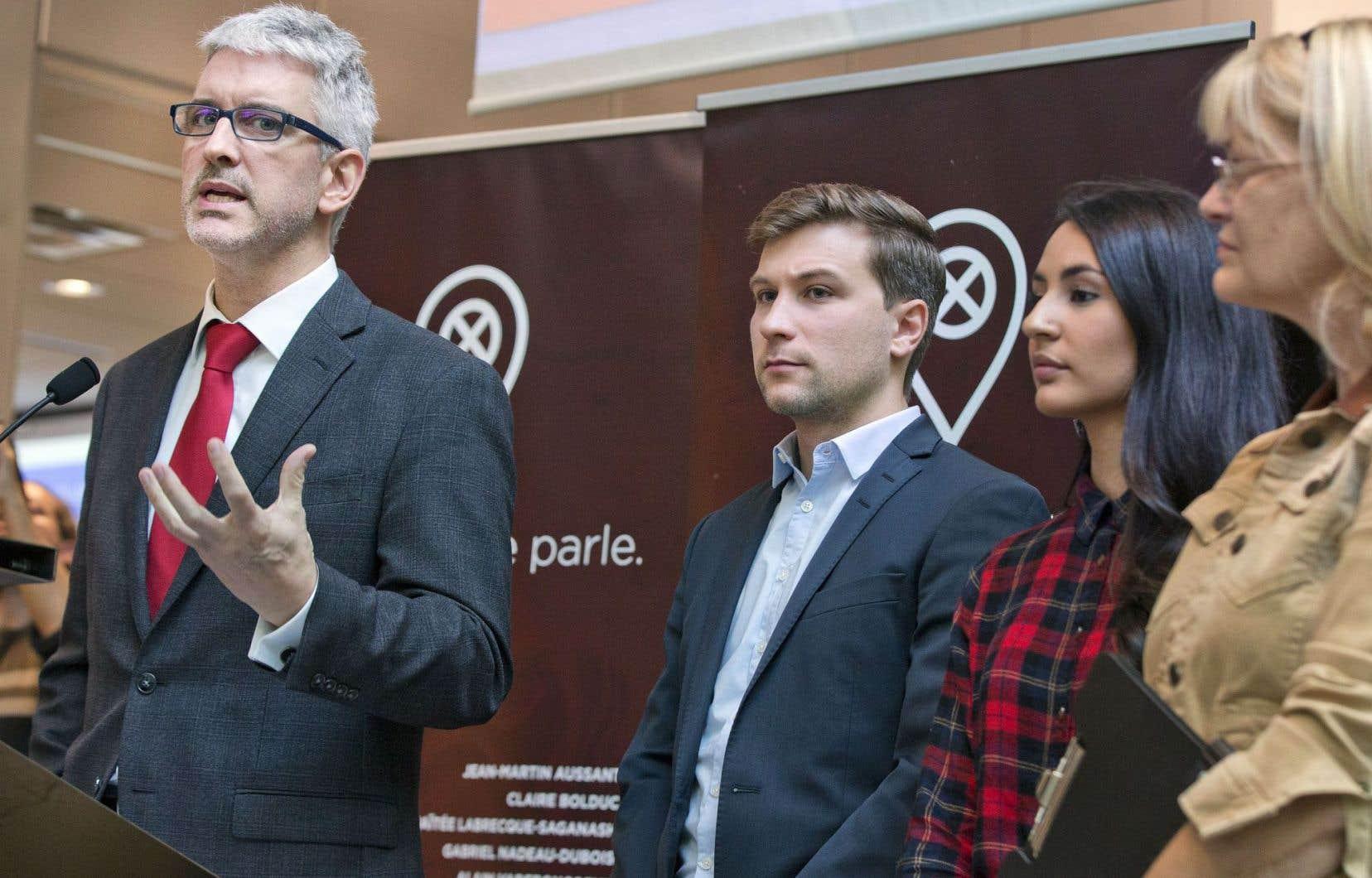 Jean-Martin Aussant, Gabriel Nadeau-Dubois, Maïtée Labrecque-Saganash et Claire Bolduc au lancement de leur initiative politique non partisane en septembre2016