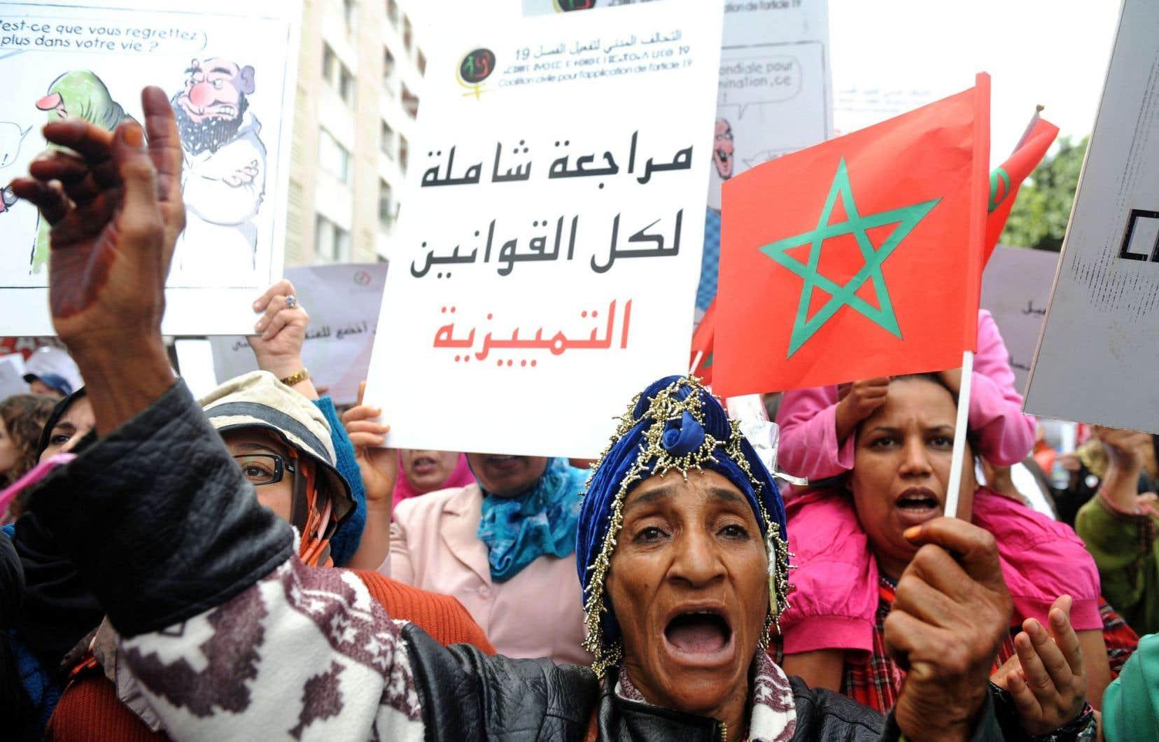 Des Marocaines manifestant pour l'égalité des sexes