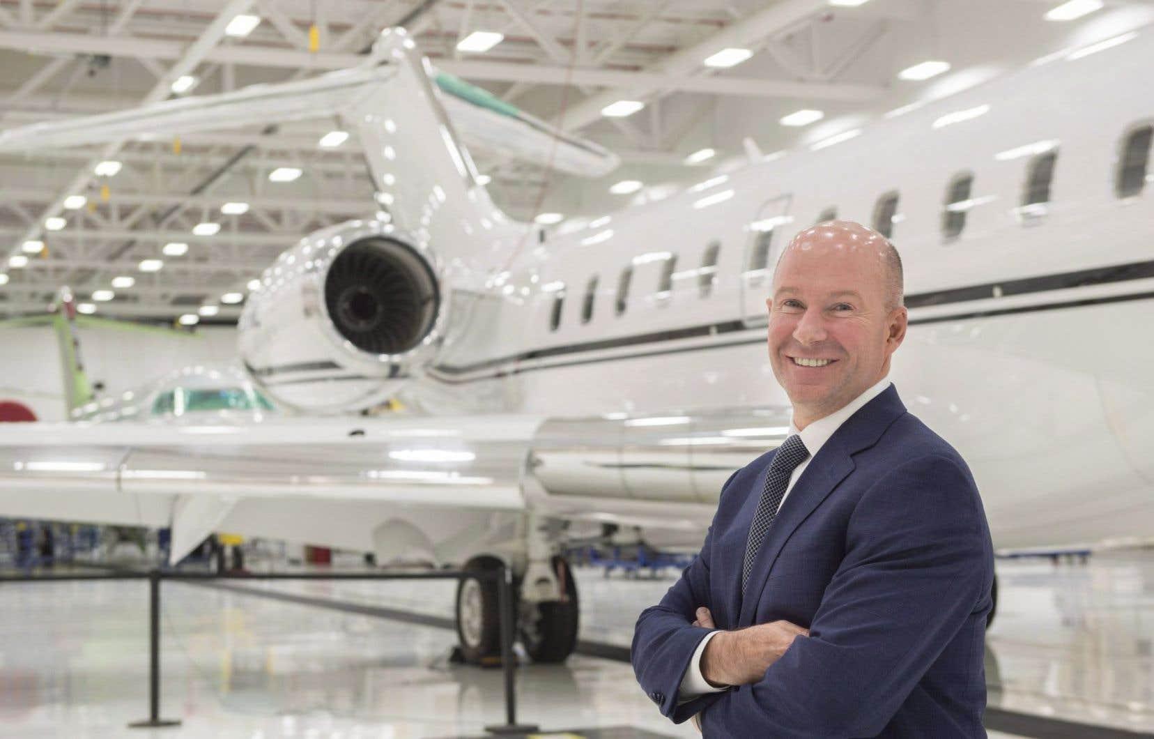 Le président et chef de la direction Bombardier, Alain Bellemare, devant un Global 5000