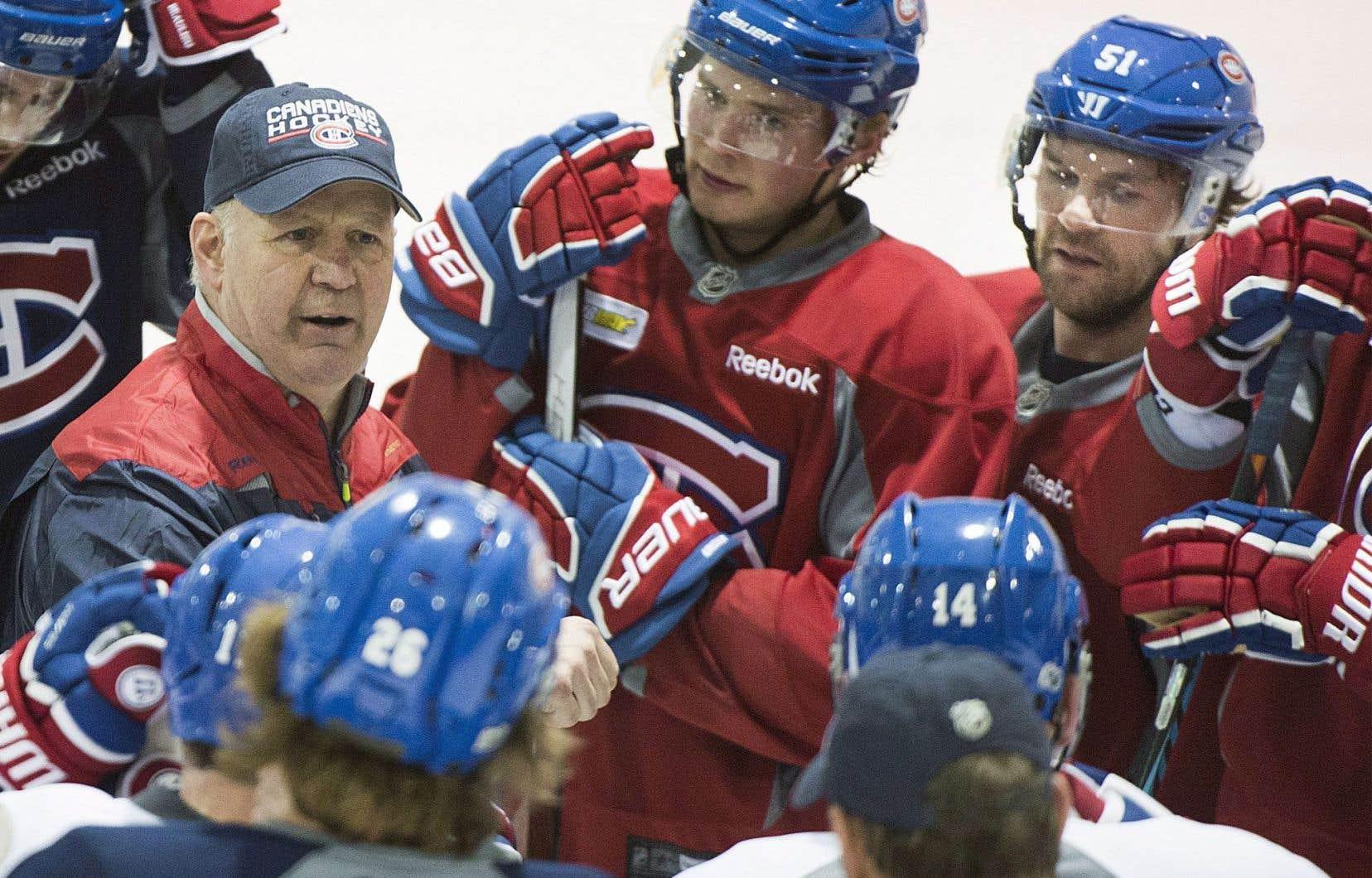 Claude Julien a dirigé son premier entraînement chez le Canadien vendredi, à Brossard.