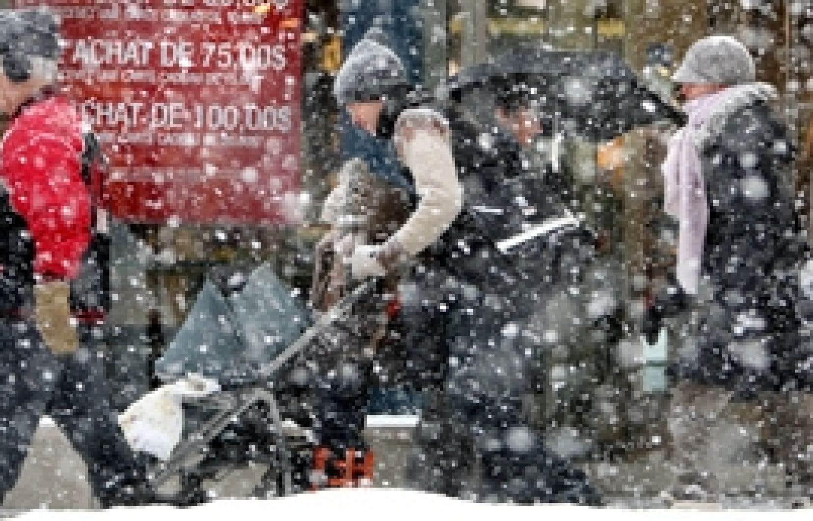Environnement Canada prévoyait des accumulations de neige variant entre 15 et 25 centimètres au Québec.