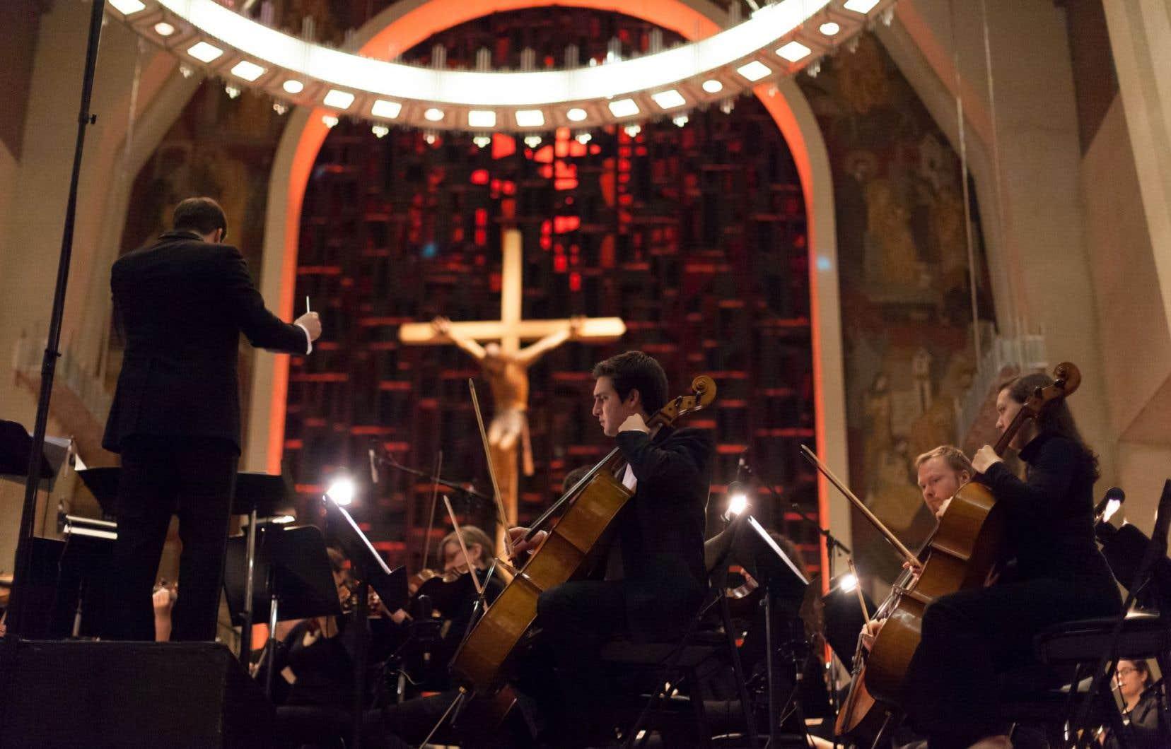 La «Symphonie du millénaire» est articulée en sept sections : Appel, Enfer, Purgatoire, Contemplations/Aurores boréales, Paradis, Ascension et Apothéose/Épilogue.