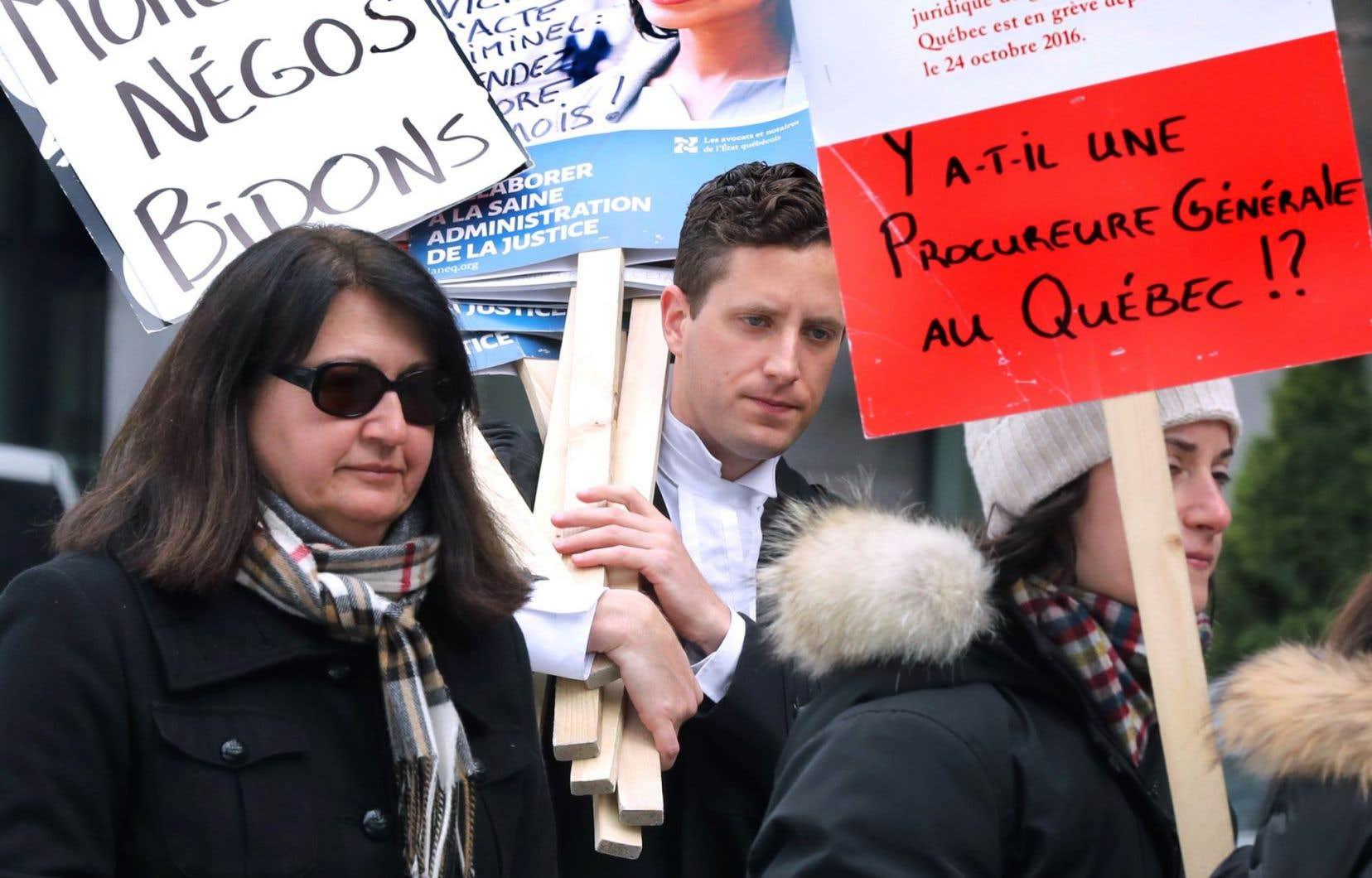Les juristes de l'État sont en grève depuis le 24octobre dernier.