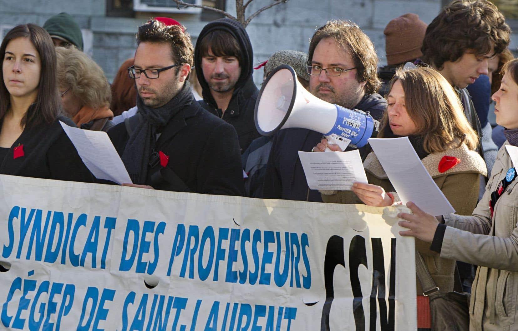 Manifestation d'étudiants et de professeurs du cégep de Saint-Laurent en avril 2012