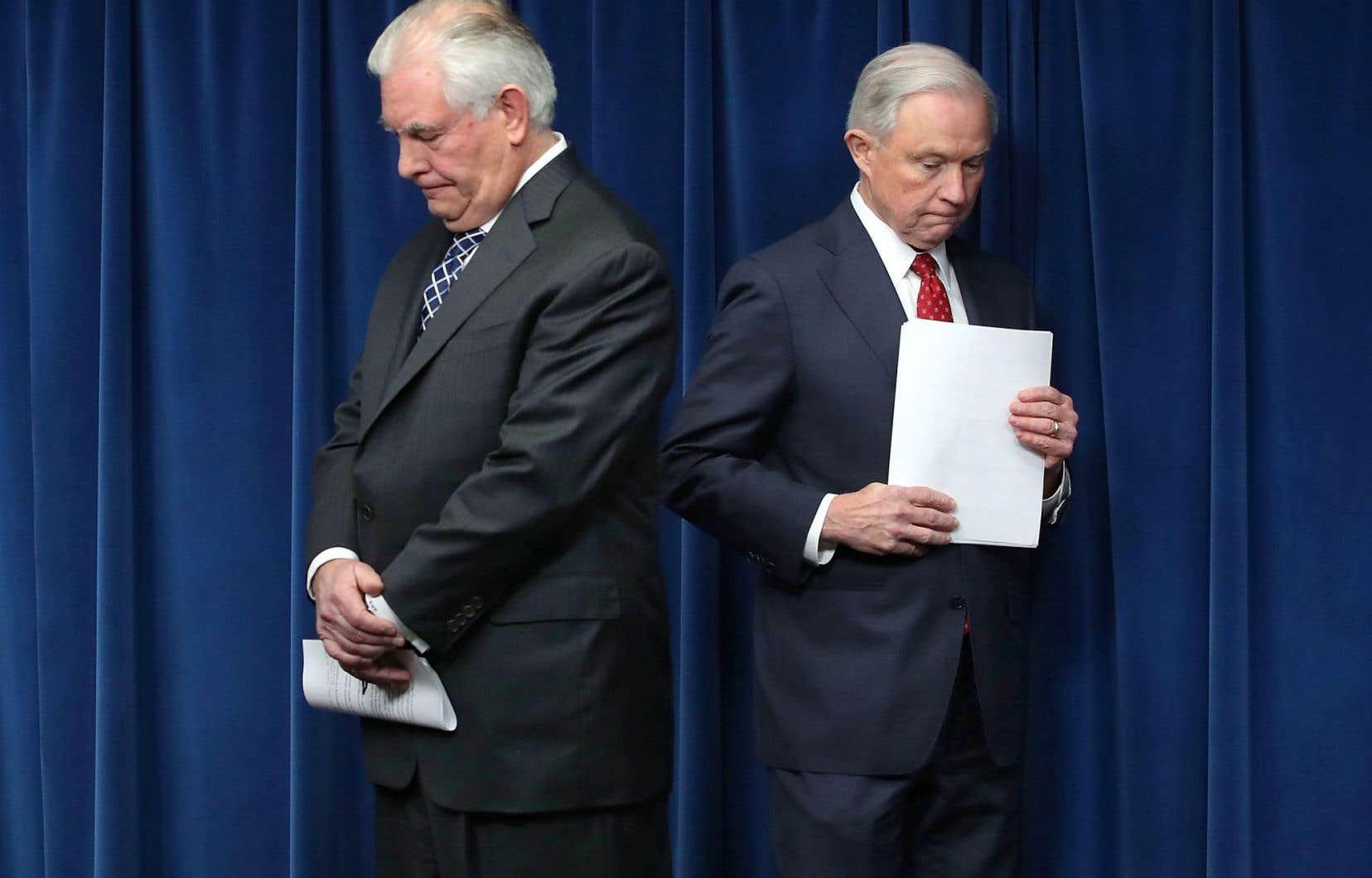 Le secrétaire d'État, Rex Tillerson (à gauche), et le procureur général, Jeff Sessions