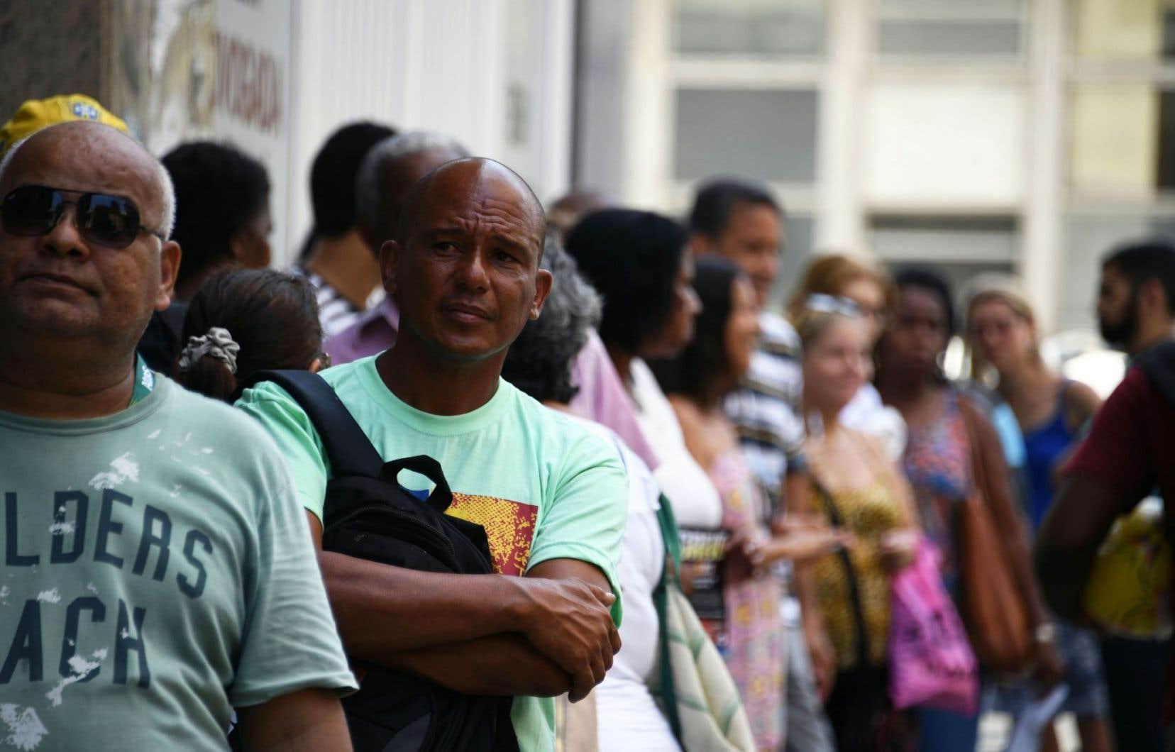 12,9millions de personnes sont en recherche d'emploi au Brésil.