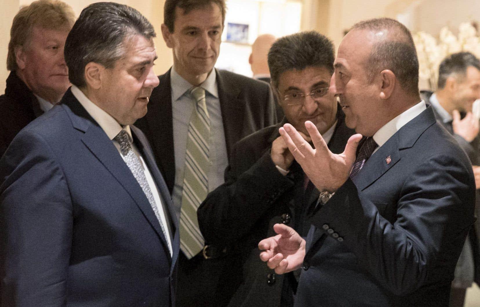 Rencontre entre le chef de la diplomatie allemande, Sigmar Gabriel, et son homologue turc, Mevlüt Cavusoglu, le 8 mars 2017