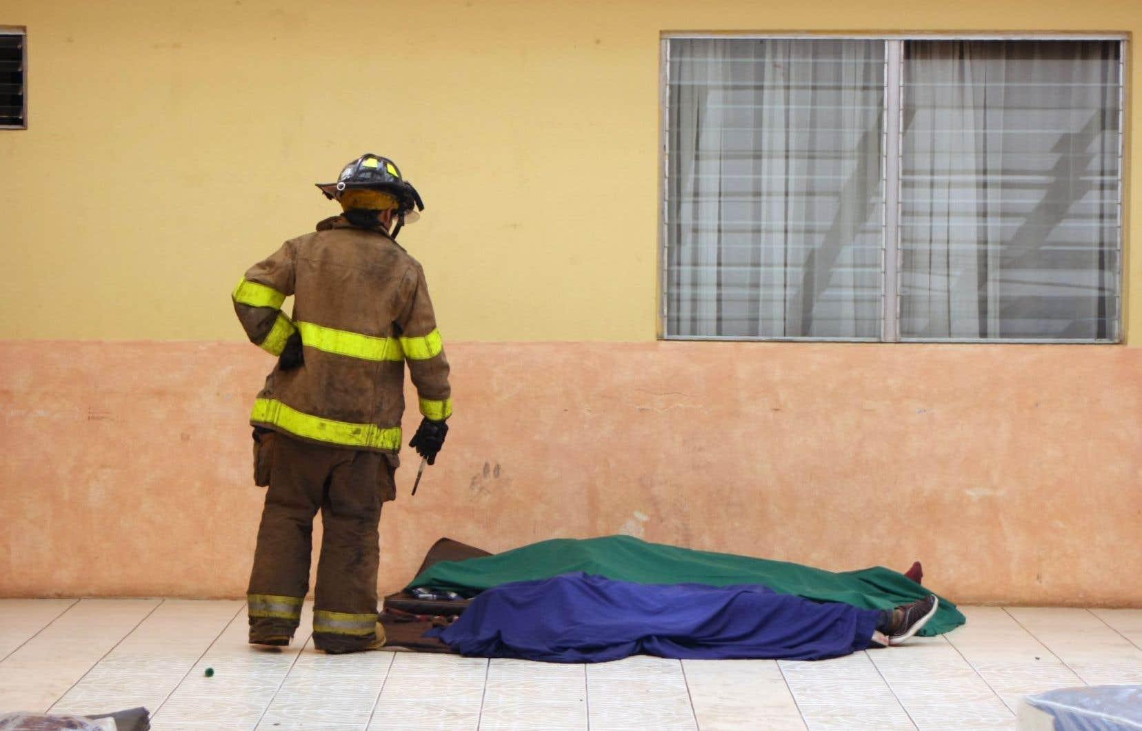 Dix-neuf adolescentes sont mortes sur les lieux du sinistre, dont 17 calcinées.